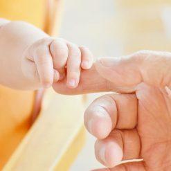 Prestación por paternidad maternidad