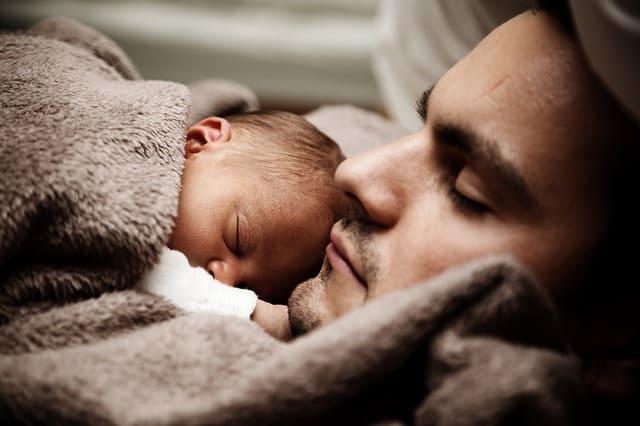 Baja por paternidad del autónomo: en qué consiste y cuánto cobrarás